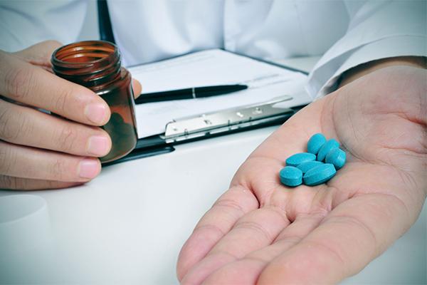 قرص ویاگرا؛ عوارض، نحوه مصرف و تداخلات دارویی